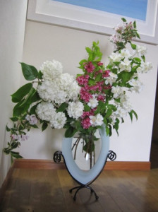 ウツギとビバーナム生け花